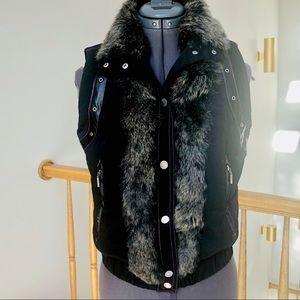 Jackets & Blazers - Black Vest with Genuine Fur Sz M